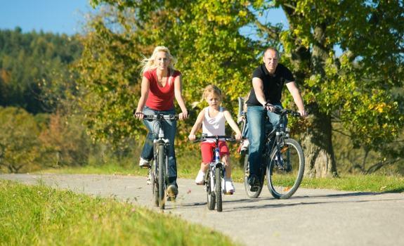 4 atividades físicas para crianças fazerem com os pais